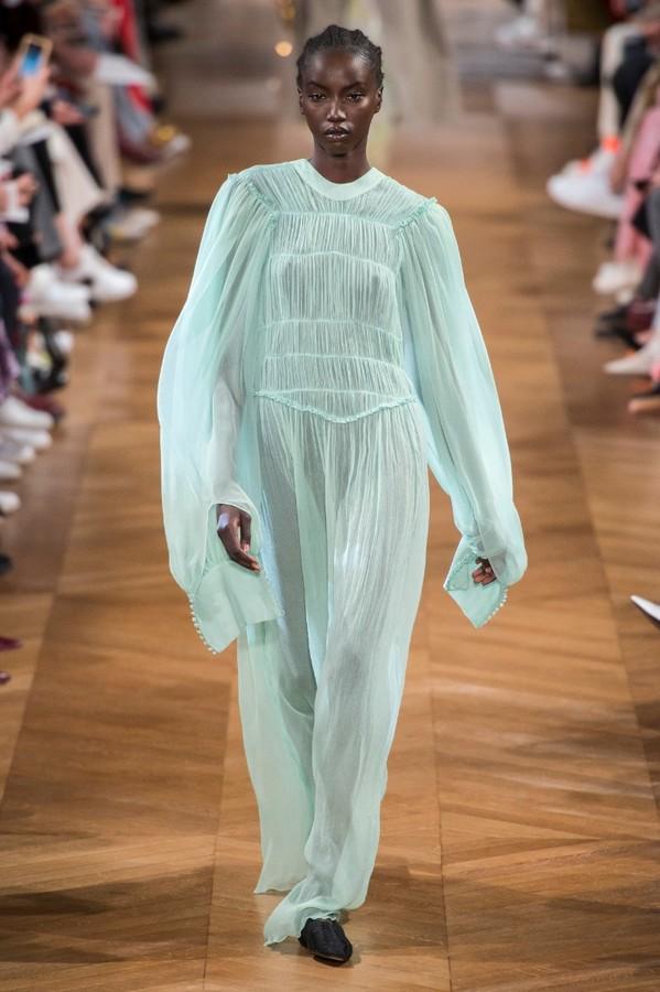 Trend Alert: peças com mangas extra-longas