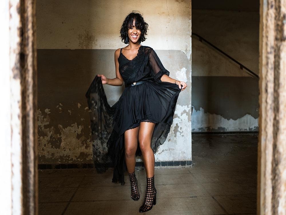 Conheça a cantora cabo-verdiana Mayra Andrade, uma das mais criativas e relevantes cantoras africanas da actualidade