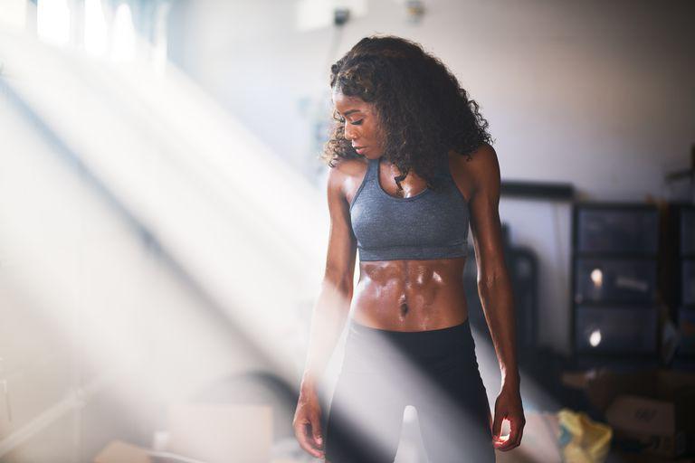 4 exercícios super fáceis e vão ajudá-la a emagrecer