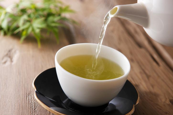Há um chá super simples que ajuda a perder peso