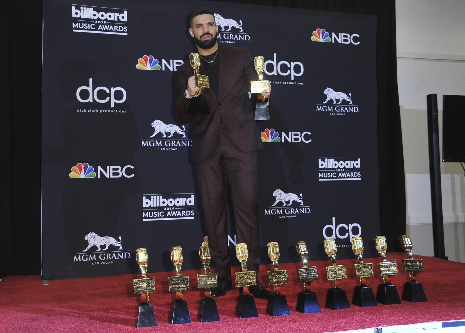 Drake ganha 12 prêmios nos Billboard Music Awards