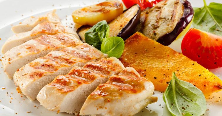Este frango com lima é uma opção saudável e fácil de fazer