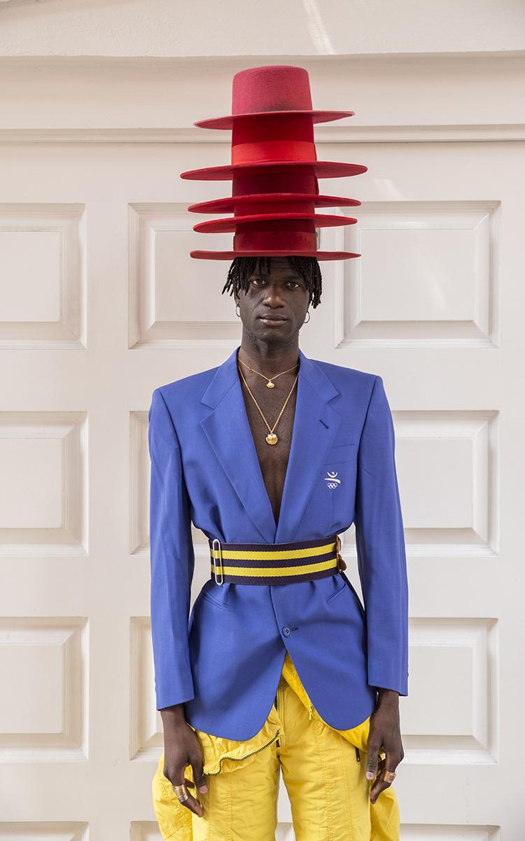 Permita-se conhecer Abdel Keita Tavares, o homem do chapéu vermelho