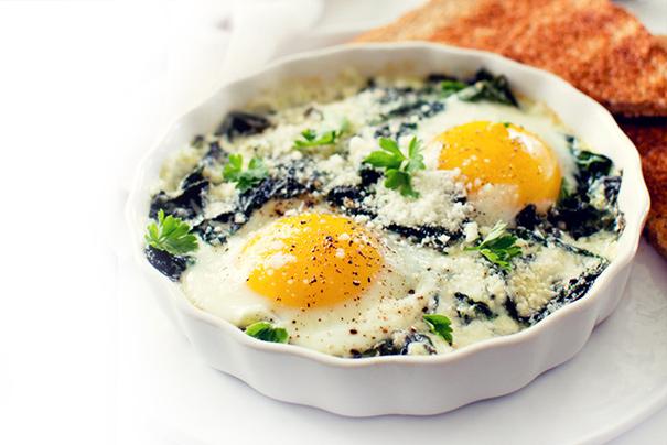 A receita de ovos no forno (baixa em calorias) que vai mudar a sua vida