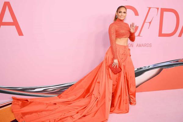 """Jennifer Lopez é eleita o """"Ícone Fashion"""" pelo CFDA"""