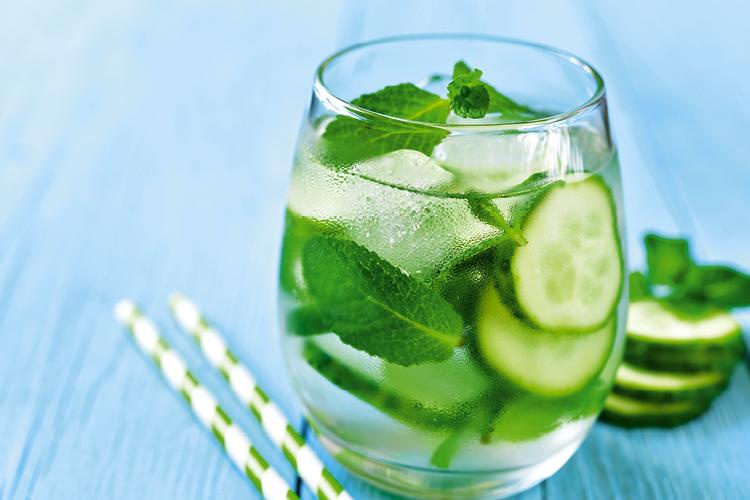 Há uma receita de água para emagrecer com dois alimentos básicos