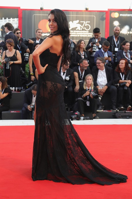 Woman in black? Com certeza! O look de Georgina que roubou a cena na gala da Unicef