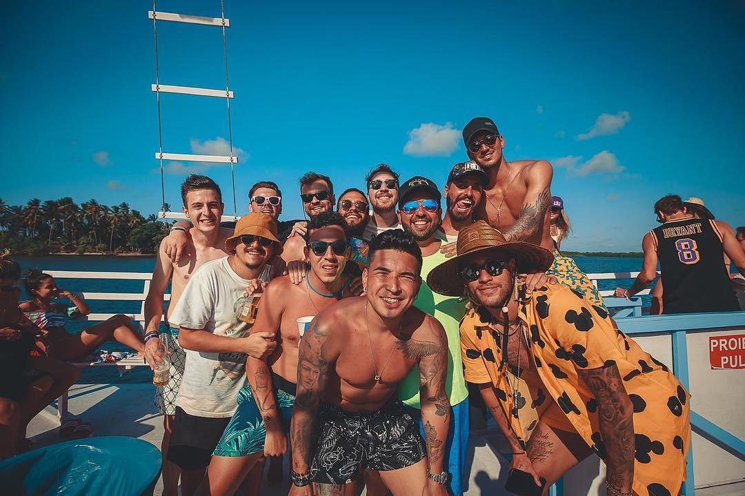 Amigos de Neymar recebem 11 mil euros por mês