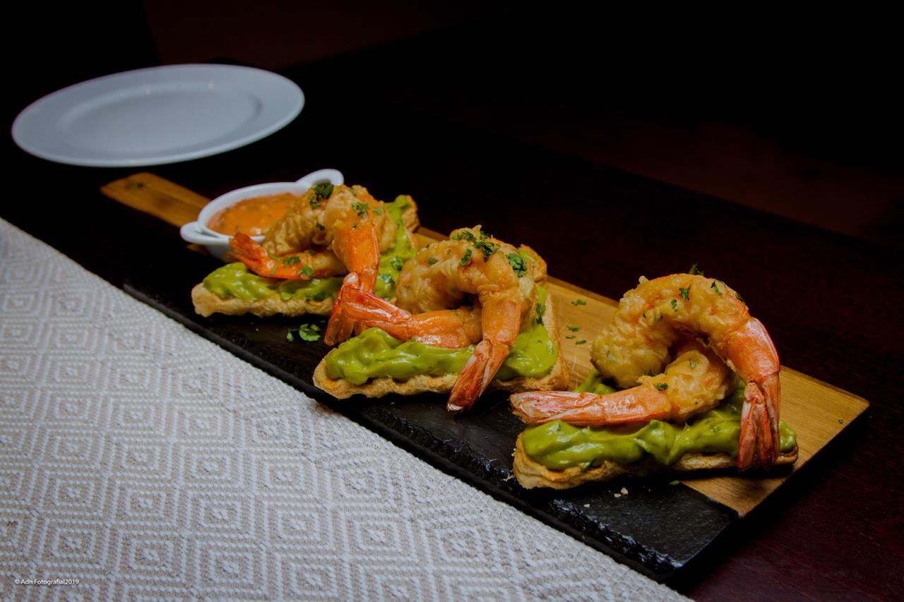 """O melhor da culinária de várias partes do mundo e uma vista para o mar: conheça o restaurante """"Lïve"""""""