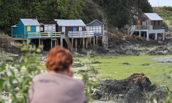 """""""Slime mortífero"""" invade as praias de França"""