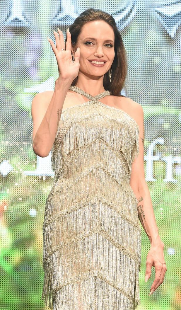 Angelina Jolie deslumbrante em evento no Japão