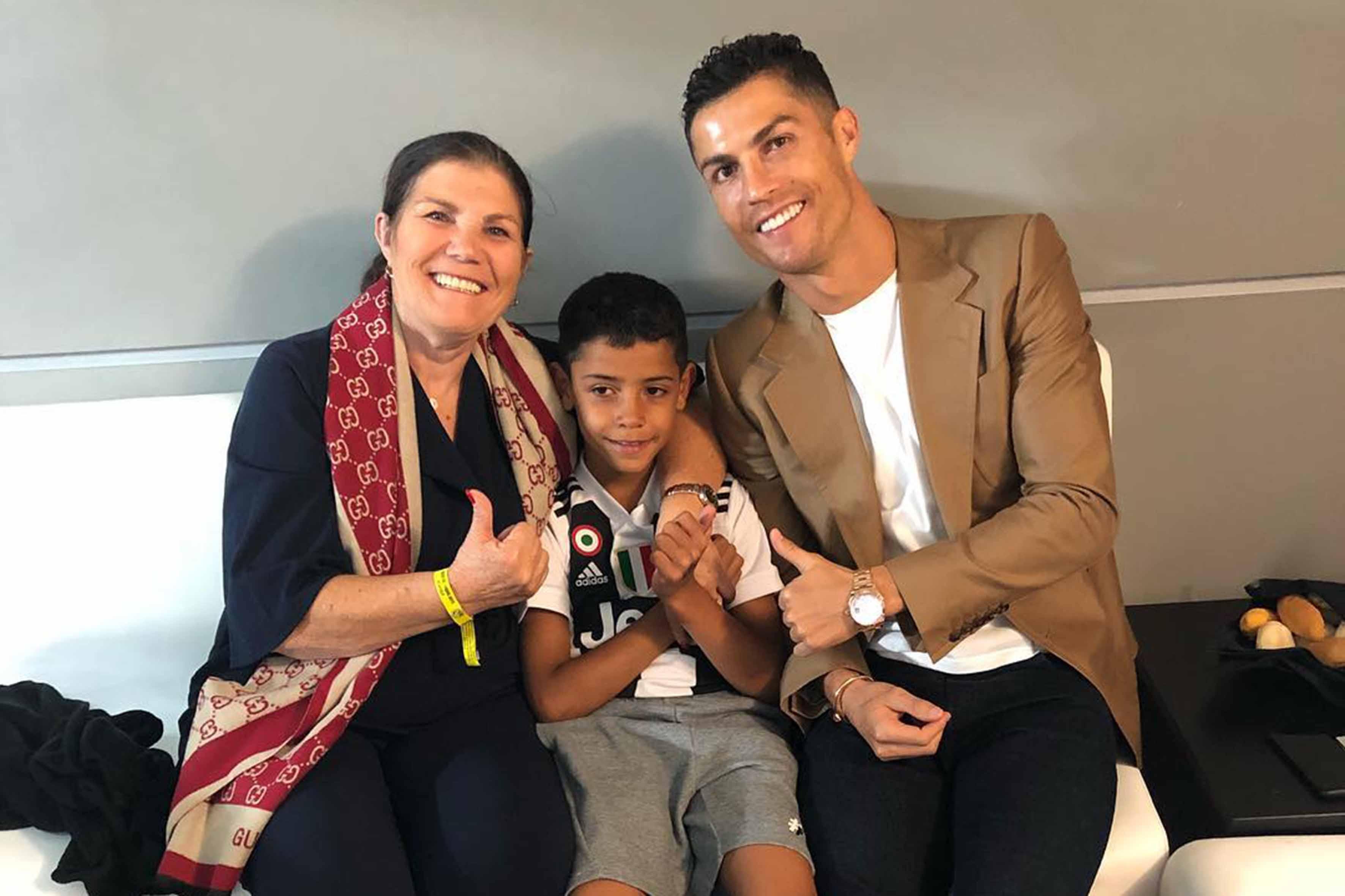 Mãe de Cristiano Ronaldo revela qual é o seu neto favorito