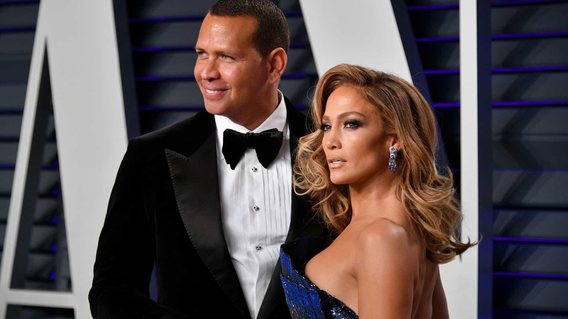Jennifer Lopez processada por partilhar uma foto SUA com o noivo, Alex Rodríguez, no Instagram
