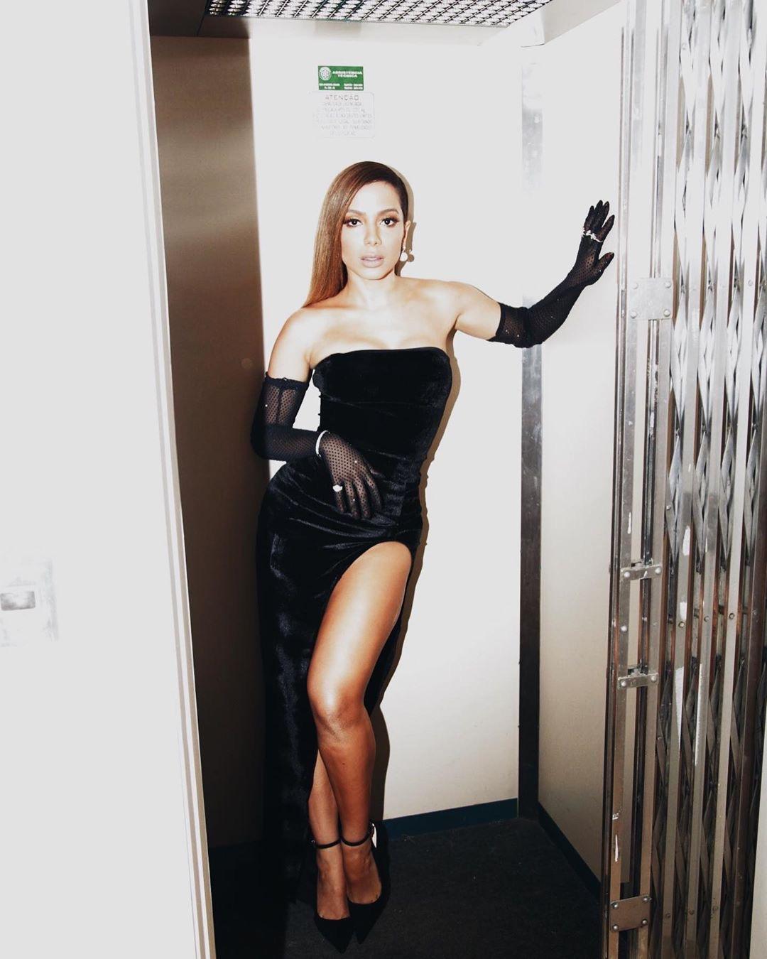 Anitta é premiada Mulher do Ano pela GQ Brasil