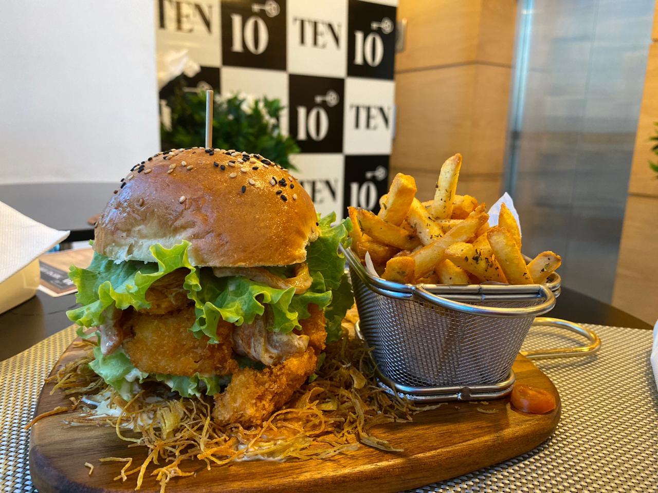 O melhor hambúrguer de camarão de Luanda
