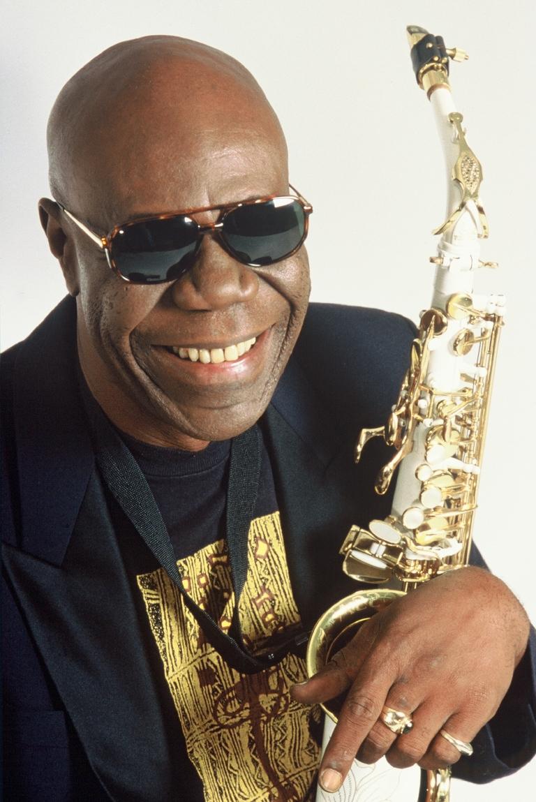 Último sopro do saxofonista Mano Dibango