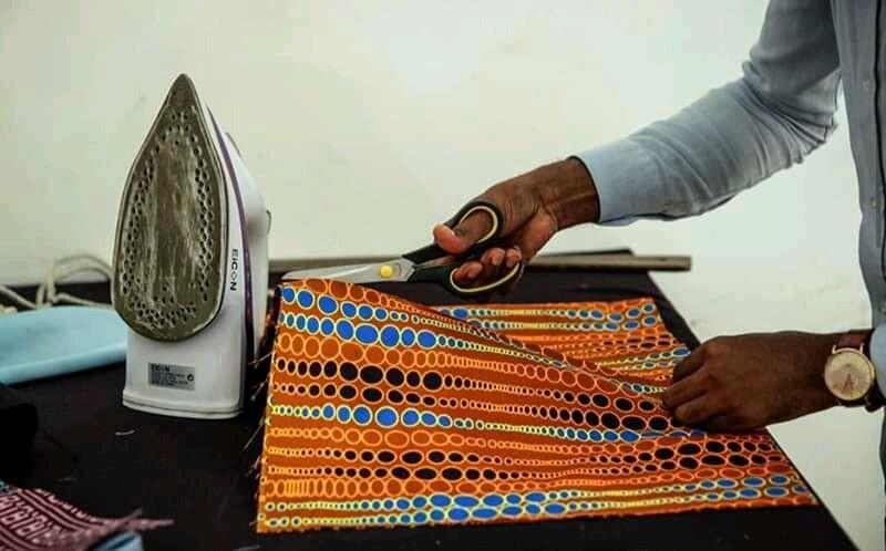 Máscaras de pano africano tornam-se febre em todo o país
