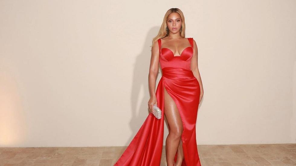 Beyoncé recebe de Michelle Obama o BET Humanitarian Award 2020