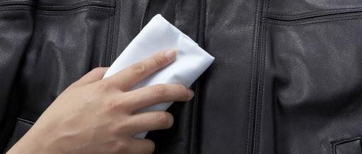Como conservar roupas de napa e pele