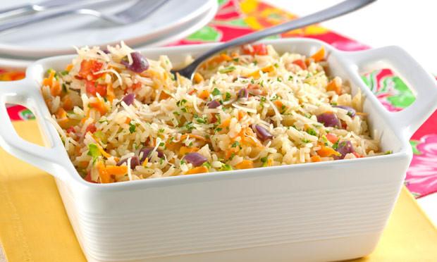 A magia do arroz nutritivo com cenoura e abobrinha