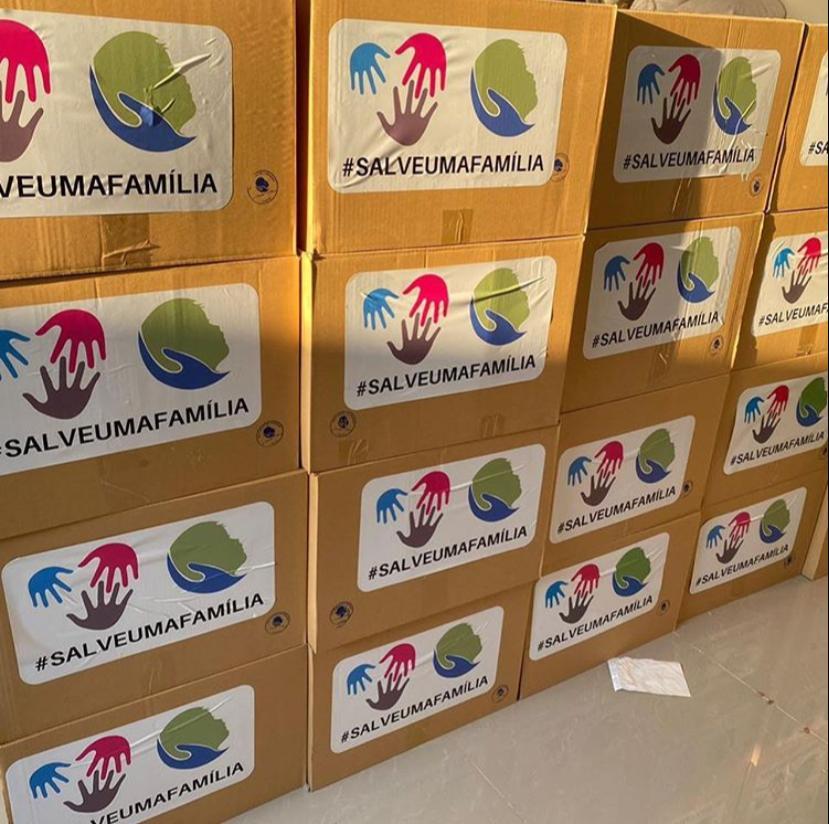 Fundação Ana Carolina entrega donativos