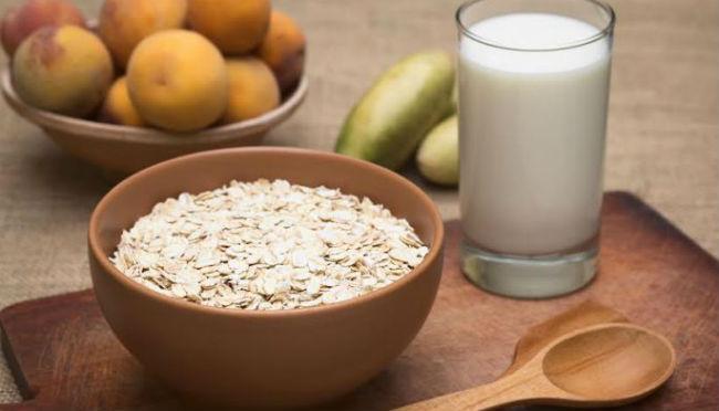 Por que é que devo consumir leite de aveia?