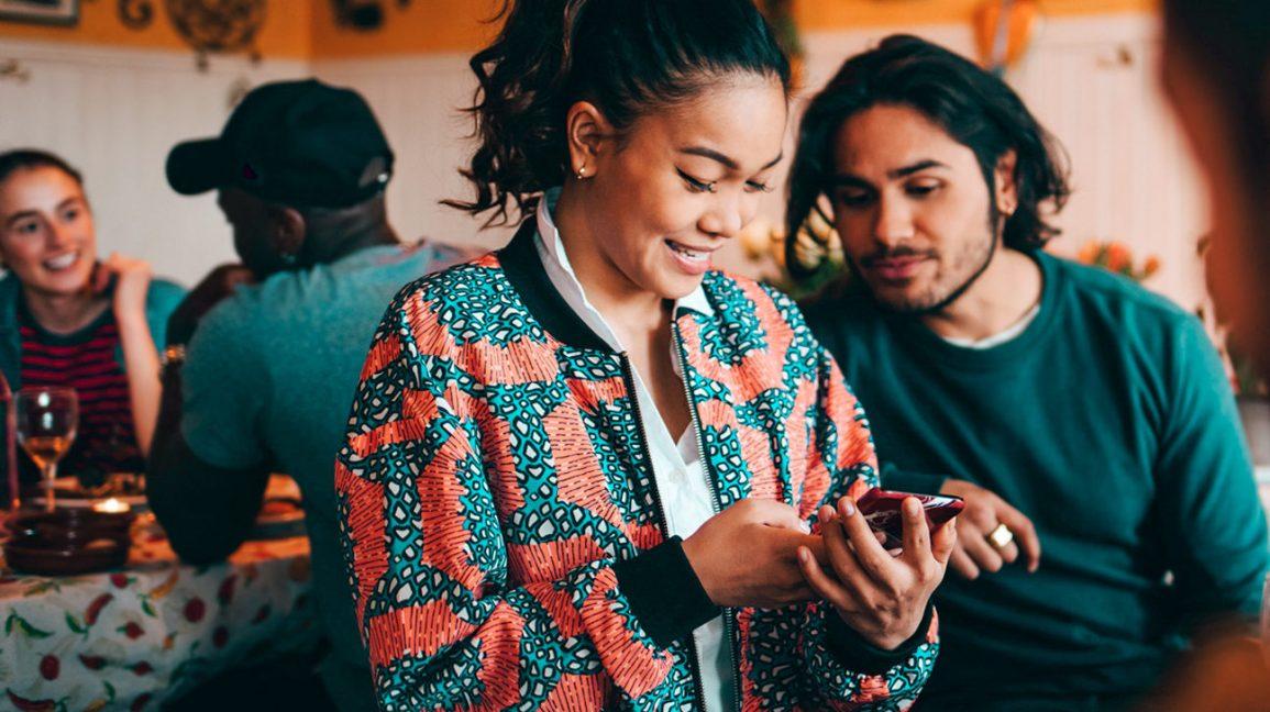 Cuidado! O uso excessivo do telemóvel pode causar-lhe artose