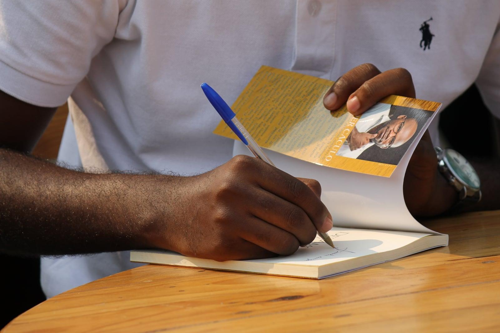"""Lançamento do livro """"Desamores de Luanda"""""""
