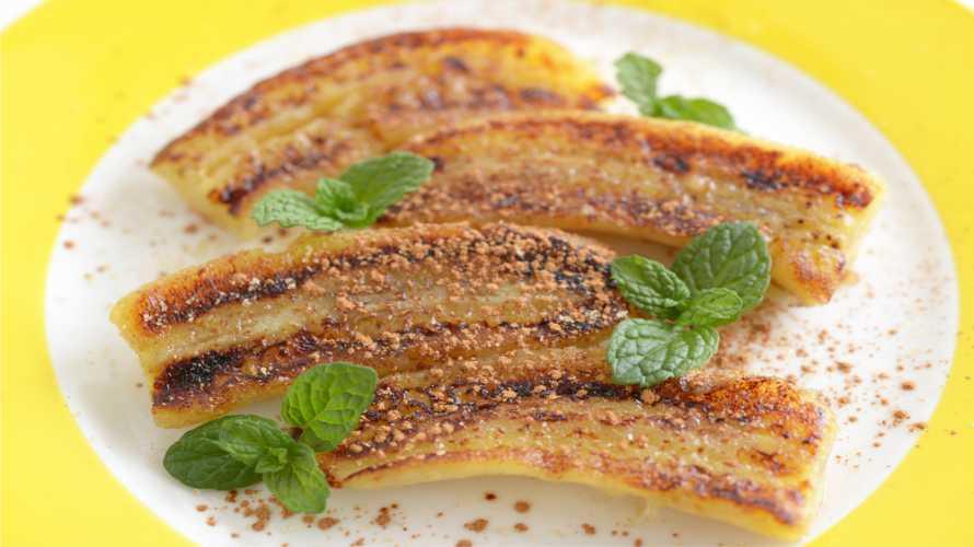 Deliciosa receita de banana-pão assada com canela