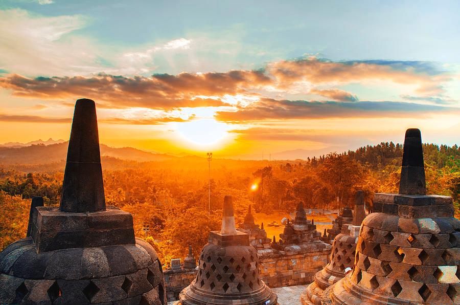 Indonésia: O sol, quando nasce é para Java