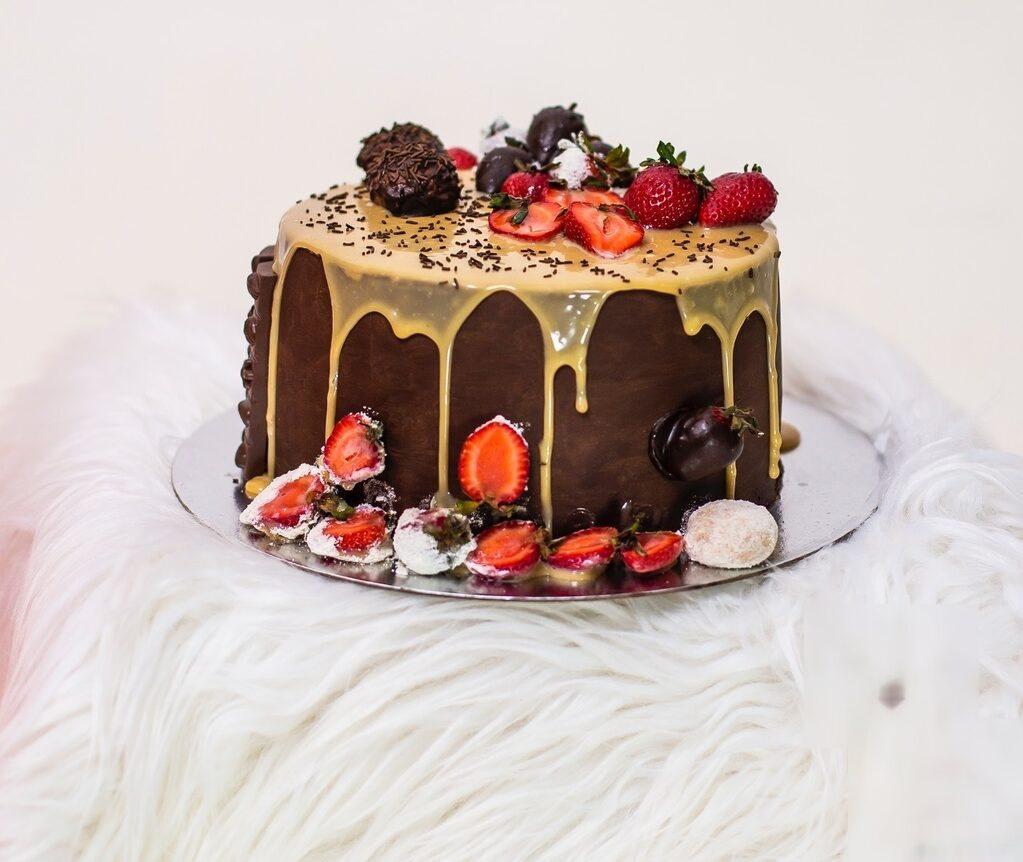 O bolo de chocolate com morango de Isabel Francisco
