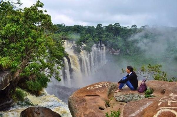 """""""Banhe-se"""" na mais bela Maravilha Natural de Angola: Quedas de Kalandula"""