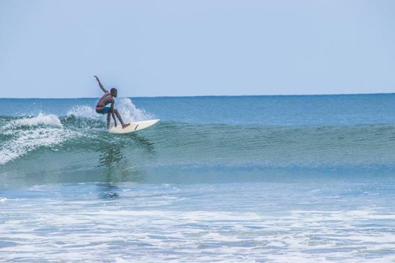 Praia dos Surfistas é uma das melhores com ondas naturais do mundo