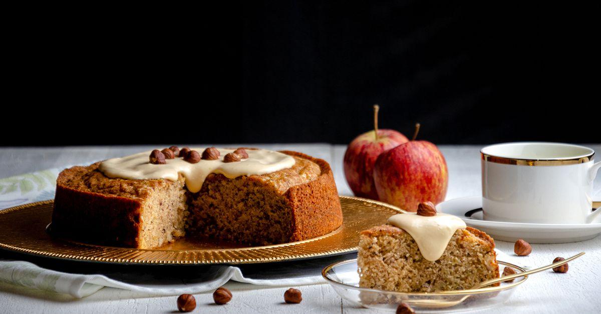 Bolo de maçã e avelã com creme de doce de leite