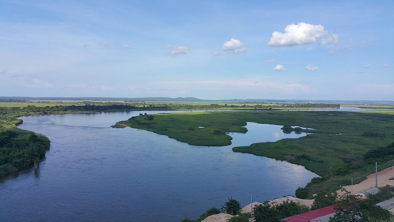 Ecoturismo: passeio de barco na foz do rio Kwanza