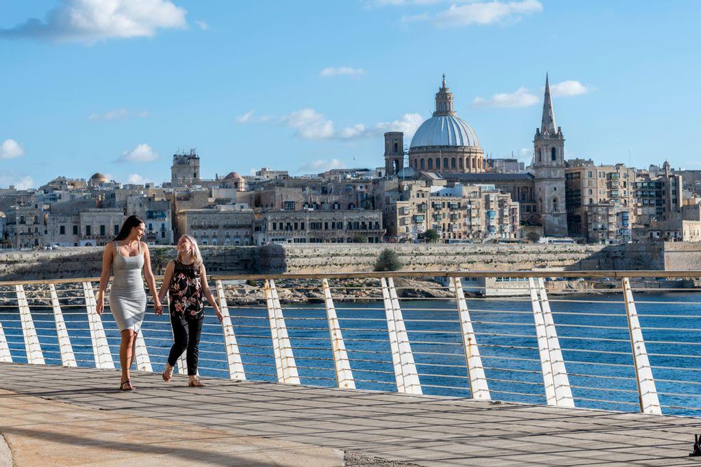 Por que é que Malta ganhou o título de melhor destino europeu para turistas LGBT+?