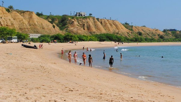 Um Passeio ao Sangano Beach