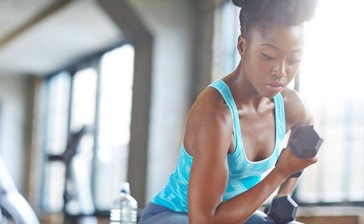 Faça estes exercícios para queimar aquela gordurinha nos braços