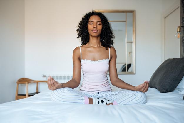 Auto-cuidados  de beleza: medite e tenha boas horas de sono