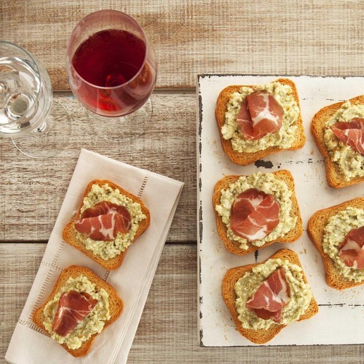 Crostini de Gorgonzola e Copa acompanhado de um vinho rosé