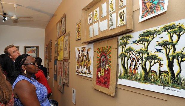 Artistas  apresentam criações em homenagem a Kapela