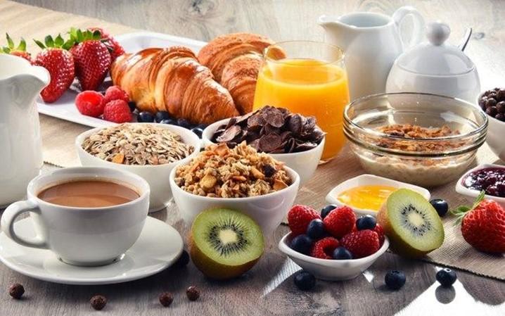 Para uma Manhã Mais Saudável: 5 Opções de Café da manhã Fit