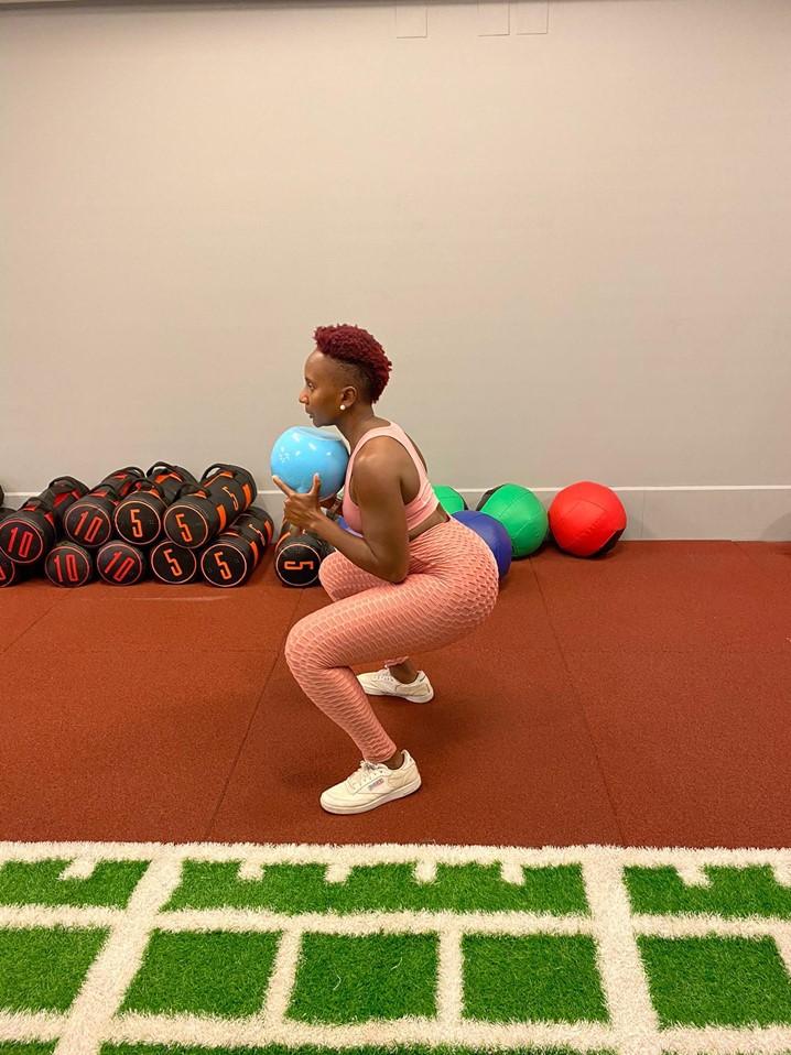 """""""Prática regular de exercícios físicos e alimentação saudável"""", aconselha a Personal Trainer Ariane de Carvalho"""