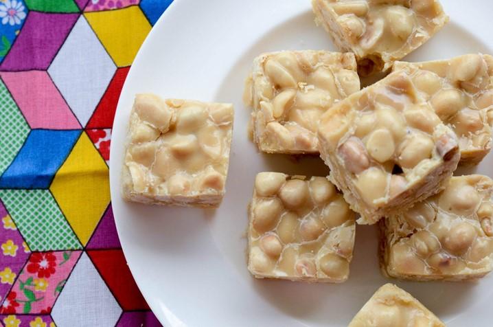 Conheça os benefícios da jinguba (amendoim) e as opções de doces feitos com amendoim para a época natalícia