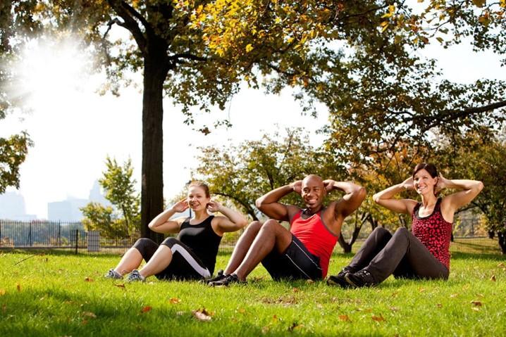 Veja os três melhores exercícios para fazer ao ar livre