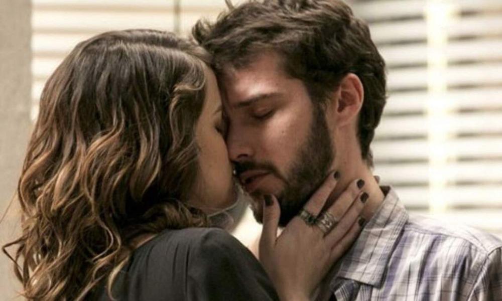 """Em """"Haja Coração"""" desta semana, Giovanni pede a Bruna que mantenha sigilo sobre o ataque que sofreu"""