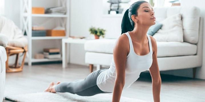 Confira 3 exercícios físicos que você pode fazer em casa – e em ambientes pequenos