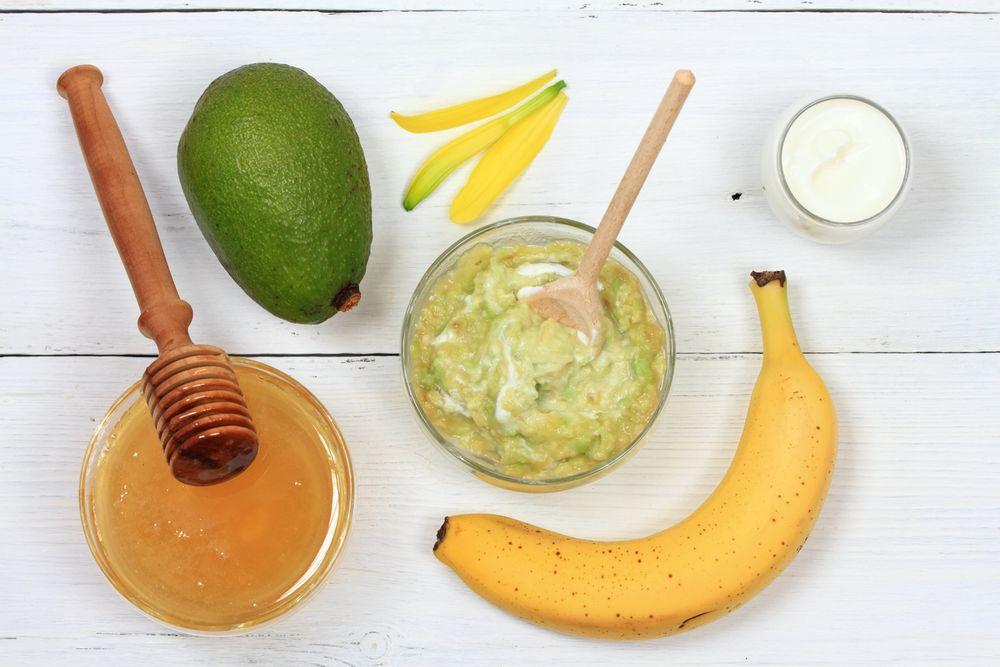 Máscara de banana e abacate para um cabelo hidratado e volumoso