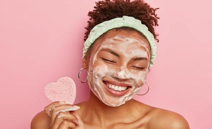 Vejas estes truques de auto-cuidados de beleza que não podem faltar na sua rotina
