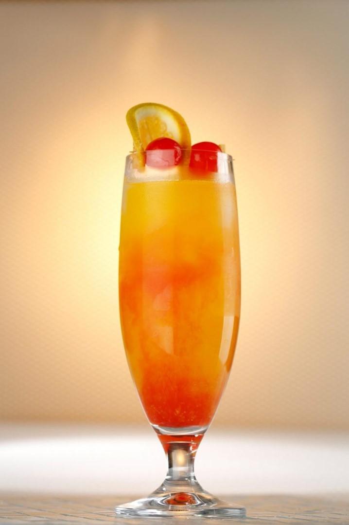 """Não sabe o que fazer com os seus filhos? O barman Miguel Caquenda dá-lhe a sugestão: """"Mocktail"""" e """"Cocktail Albacora"""" para fazer em casa com eles"""